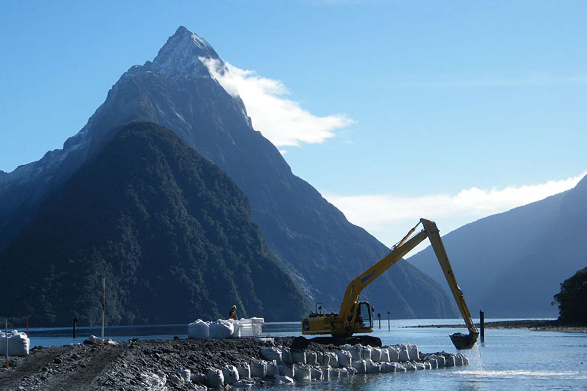 milford-sound-harbour-02